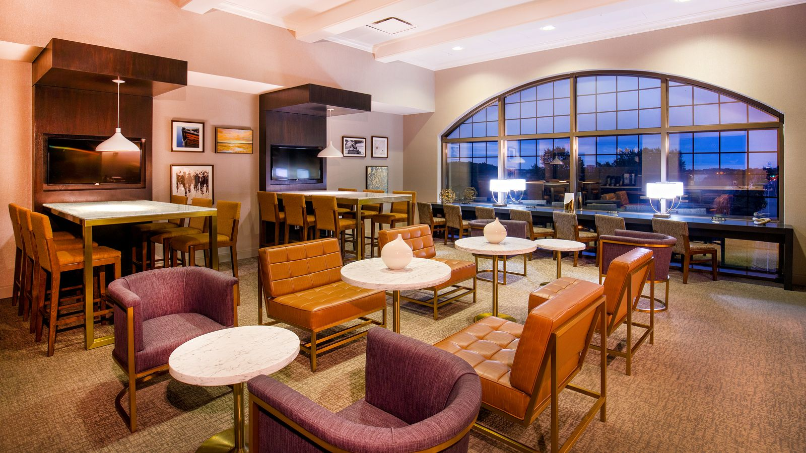 Newly Renovated Club Lounge | Sheraton Baltimore Washington Airport Hotel